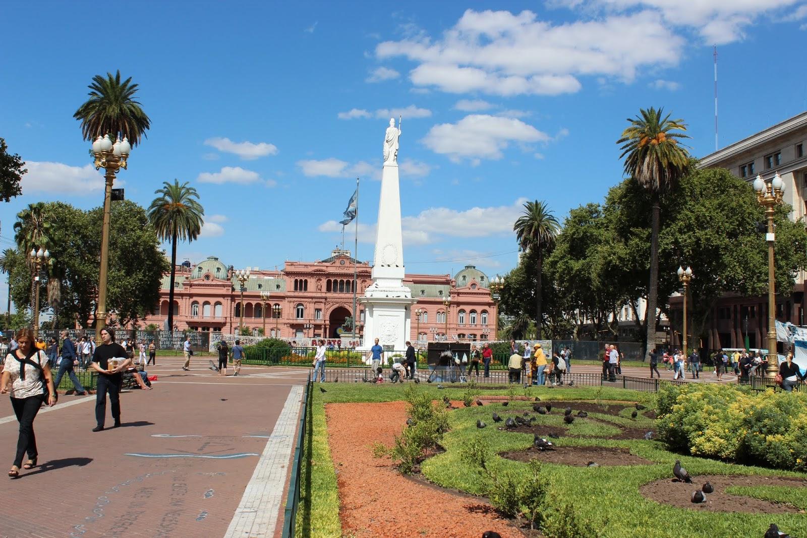 Plaza-de-Mayo-Buenos-Aires-3