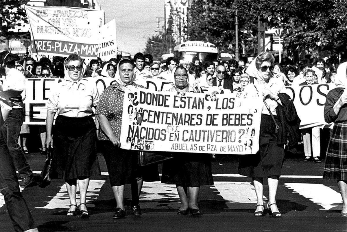 Plaza-de-Mayo-Buenos-Aires-8