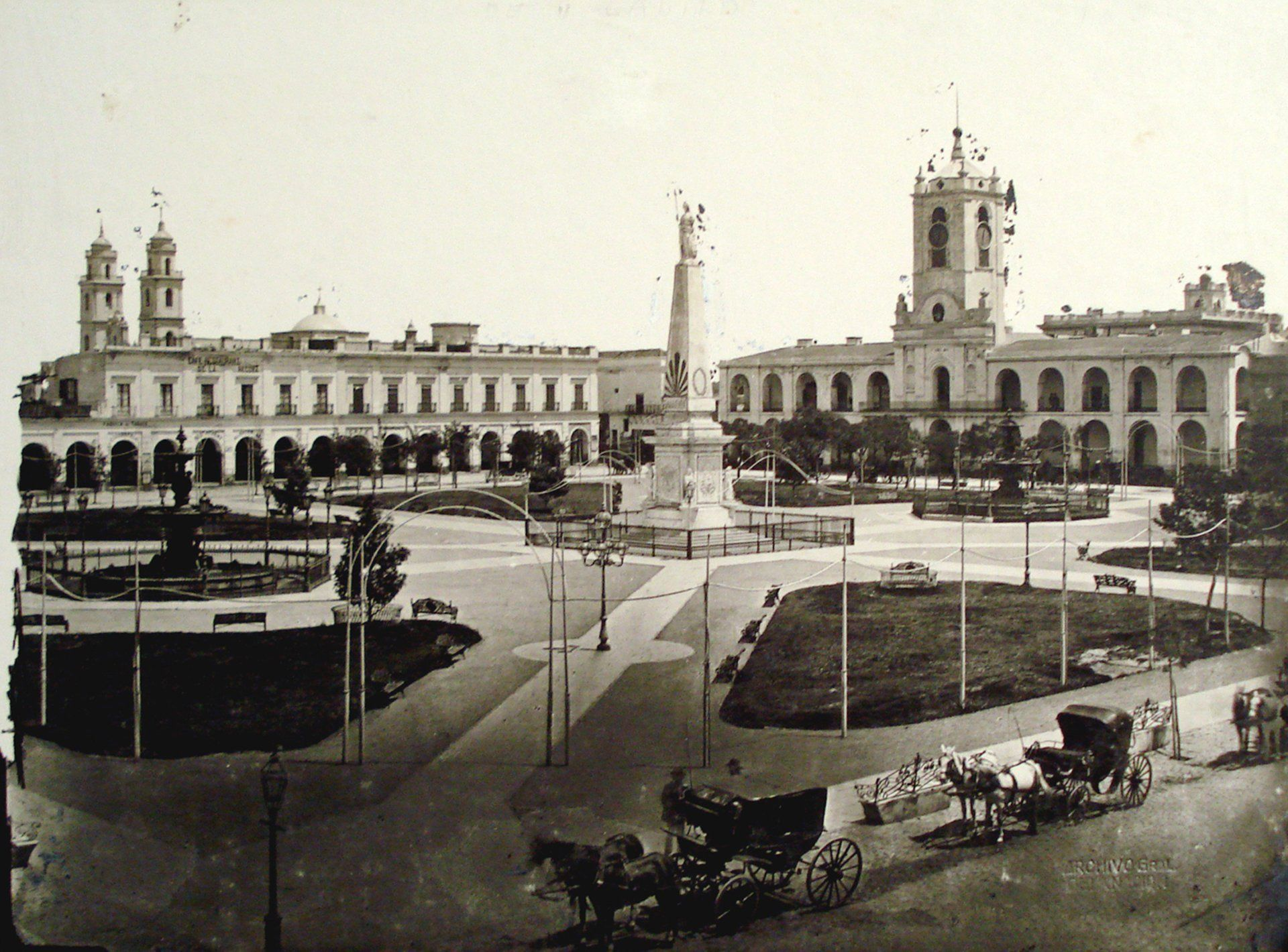 Plaza-de-Mayo-Buenos-Aires-2