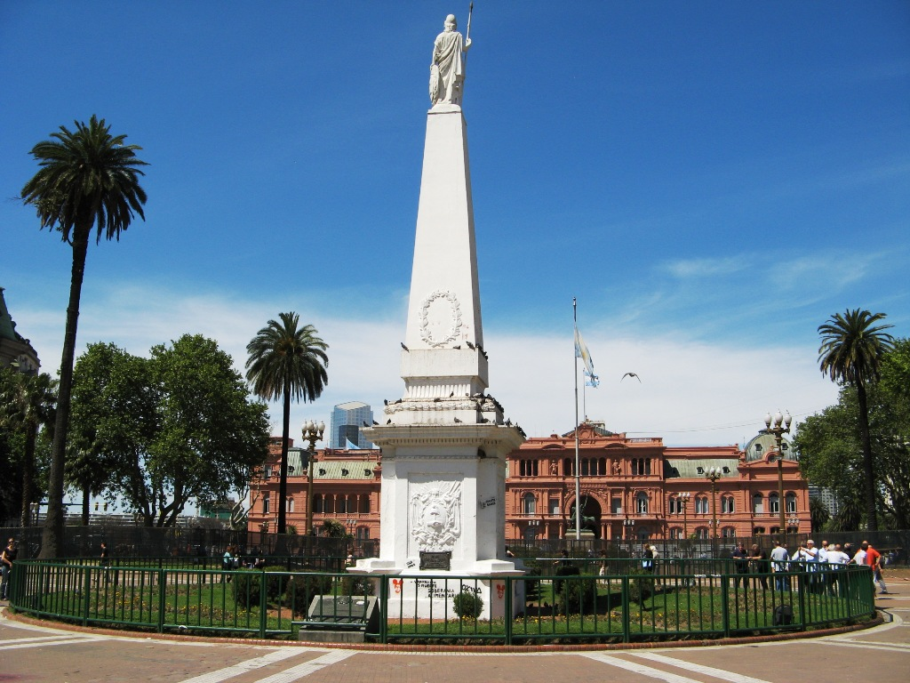 Plaza-de-Mayo-Buenos-Aires-4
