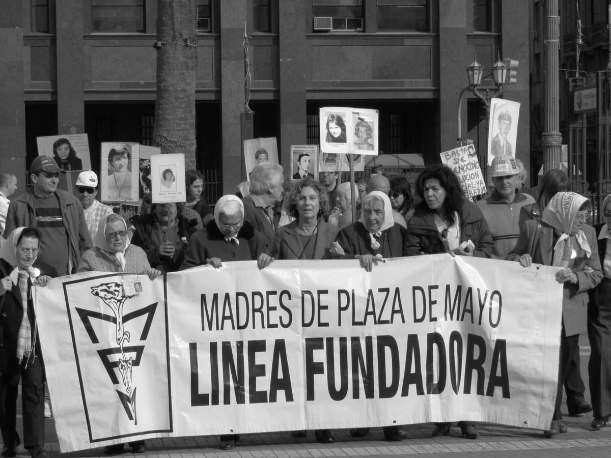 Plaza-de-Mayo-Buenos-Aires-6